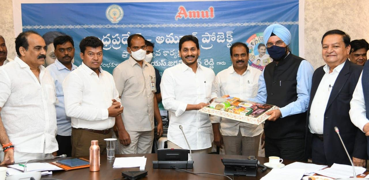 Yeduguri Sandinti Jagan Mohan Reddy | Y. S. Jagan Mohan Reddy | Chief Minister | MP | MLA | Founder of YSRCP | Leader of the Opposition in Andhra Pradesh Legislative Assembly | Member of Committee on Finance | Congress | YSRCP | President of YSRCP | Jammalamadugu | Pulivendla | Kadapa | YSR District | Andhra Pradesh | theLeadersPage