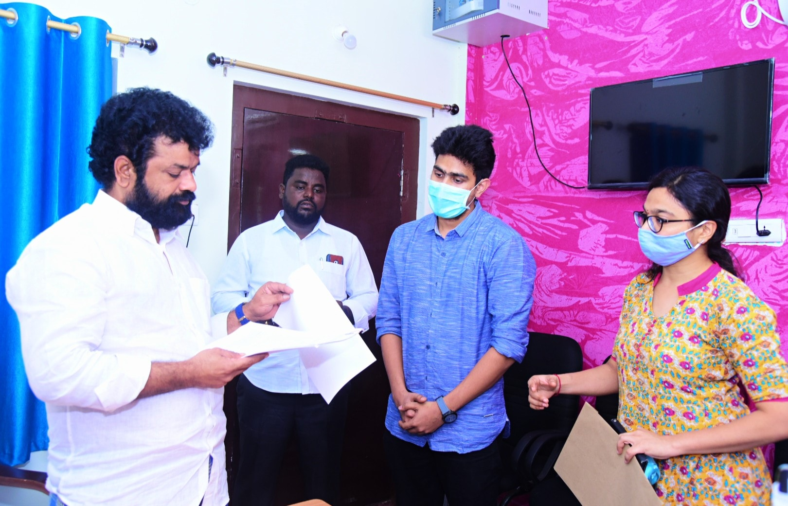 Nandigam Suresh | MP | Leader | Member of Standing Committee on Chemicals & Fertilisers | Member of Consultative Committee & Ministry of Steel | Photographer | YSRCP | Uddandarayunipalem | Guntur | Bapatla | Andhra Pradesh | theLeadersPage