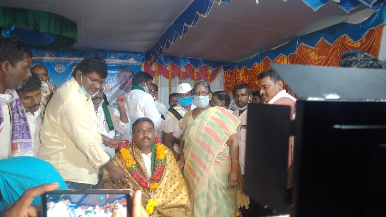 Mettu Venkateshwara Reddy   Chairman of the Agricultural Advisory Council   YSRCP   Mettupalle   Peapully   Kurnool   Andhra Prdesh   Social Services   Congress   theLeadersPage   Dhone