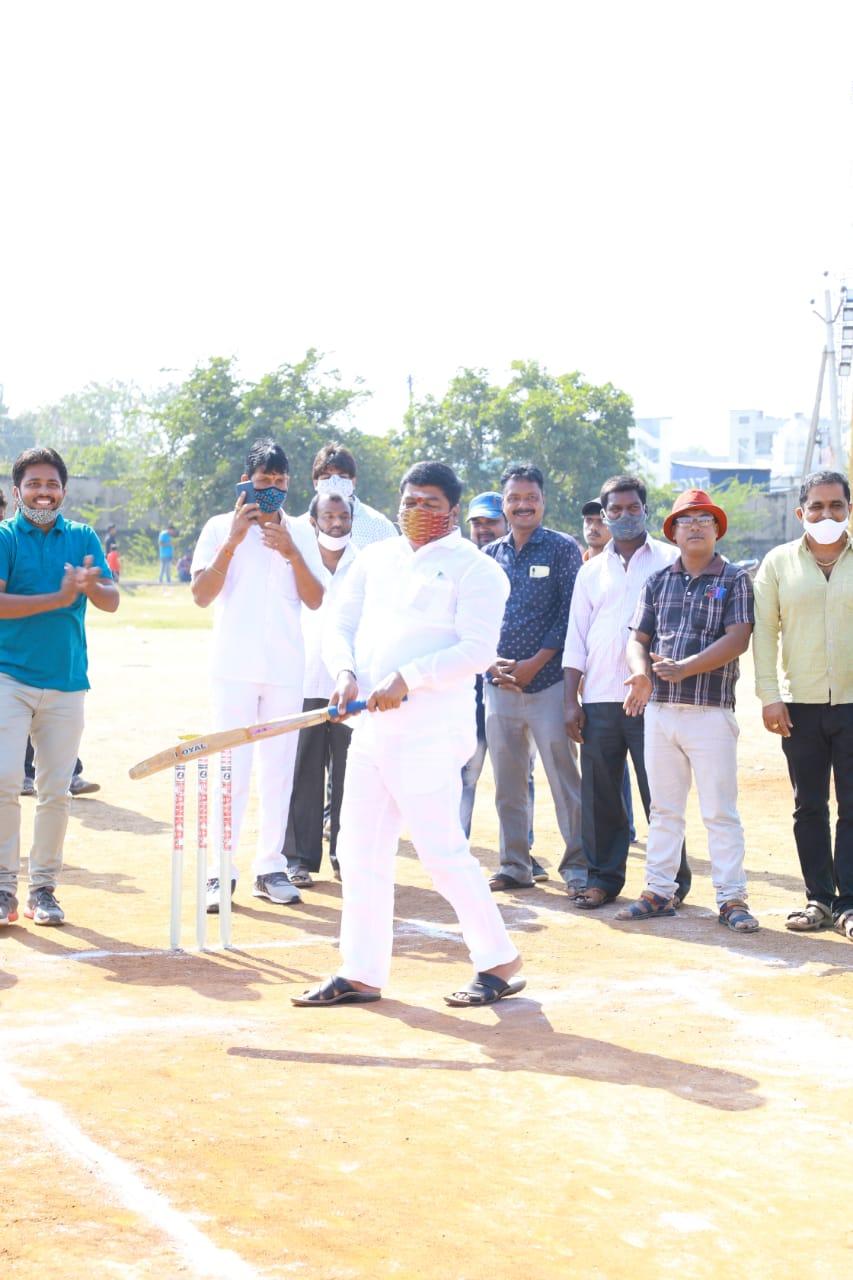 Joshi Suresh Sharadha | 15th Division Corporator | TDP | TRS | Social Activist | Laxmipuram | Warangal | Telangana | theLeadersPage