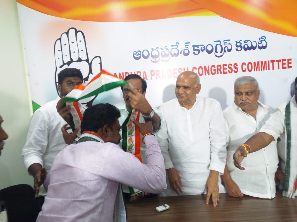 Paladugu Venkatesh Chowdary | Compete as 43rd Division Corporator | Social Activist | Active Leader | Founder and the Chairman of the Paladugu Trust | Congress | INC | Akkireddygudem | Musunuru | Vijayawada | Vijayawada West | Krishna | Andhra Pradesh | theLeadersPage