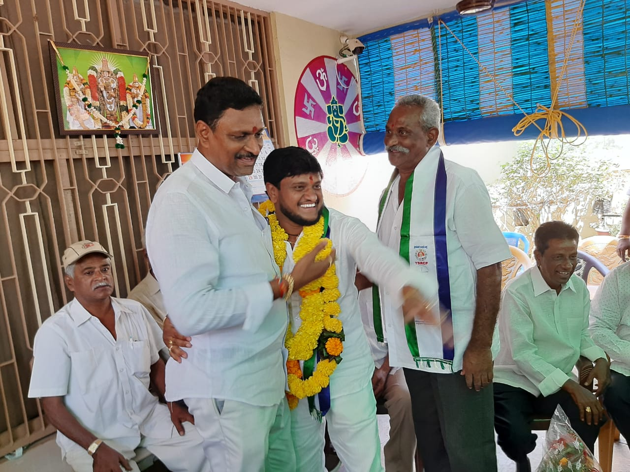 Vidadhasari Nagendra (YSRCP Raja)   President of Town Youth YSRCP   Peddapuram   President of Sri Krishna Yadava Sankshem Sangam   Head of Sri Lalitha Chicken and Mutton Shop   Party Activist   Ward In-charge   Chairman of the Cemetery Development   Town Incharge of YSRCP   Peddapuram   East Godavari   Andhra Pradesh   theLeadersPage   Social Services