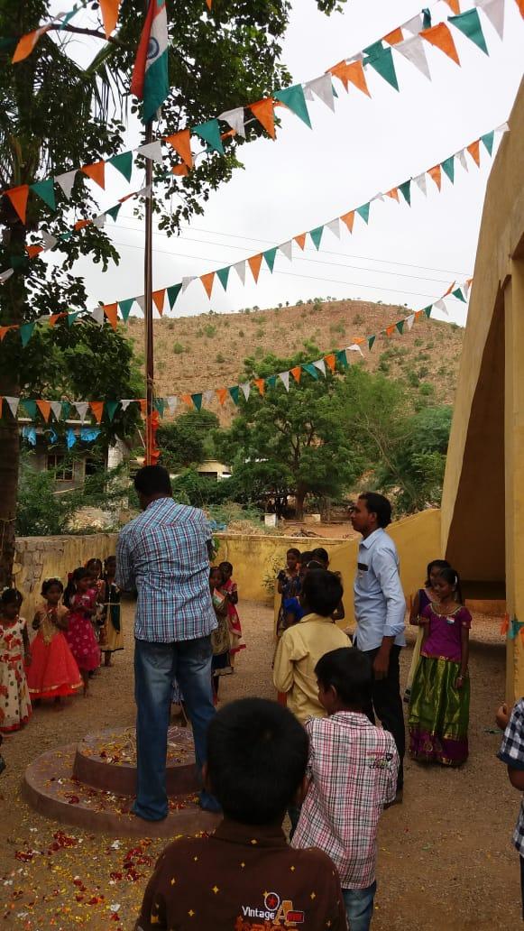 Peram Chinna Bayapa Reddy | Chinna Bayapa Reddy | Bayapa Reddy | Mandal Reddy Sangam Convenor | Sarpanch | Party Activist | Mandal Yuvajana Chief Secretary | YSRCP | Nallamekalapalli | Peapally | Dhone | Kurnool | Andhra Pradesh | theLeadersPage | INC