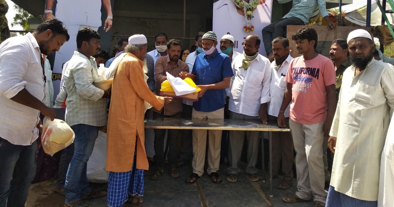 Pochimireddy Muralidhar Reddy   District Leader   theLeadersPage   YSRCP   Pattikonda   Kurnool   Andhra Pradesh   Chairperson of Pochimireddy Sevadal   Social Activist