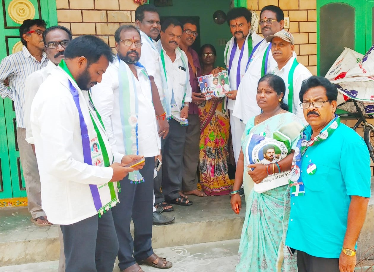 Dhavileseearapu Ravi shankar   Viswabrahmana Yuvasena Sangam State Secretary   Party Activist   Active Member   INC   YSRCP   Rajamahendravaram   Rajahmundry   East Godavari   Andhra Pradesh   theLeadersPage